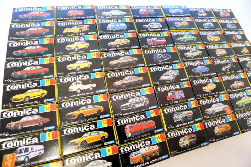 たくさんの黒箱トミカ、、、まさにミニカーの宝石箱や~
