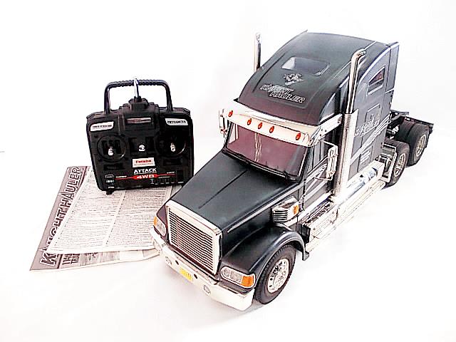 タミヤのビッグトラックと言えばスカニアR620やナイトハウラーなどが有名ですね。作るのも難しいし作ってからの置き場所にも困りますが、所有感の満たされる一品です。