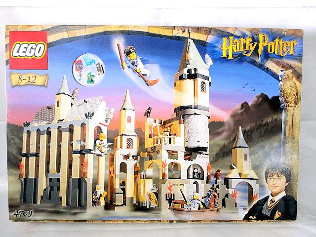 レゴハリーポッターシリーズといえば、やっぱりホグワーツ城とダイアゴン横丁が人気ですね!中古でも高値で取引されています!