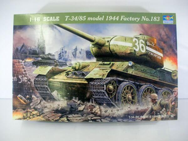 トランペッター 1/16【T34/85 model 1944 Factory No.183】00902