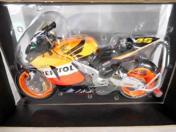 PMA 1/6 ホンダRC221V V・ロッシ MotoGP '03 #062037146
