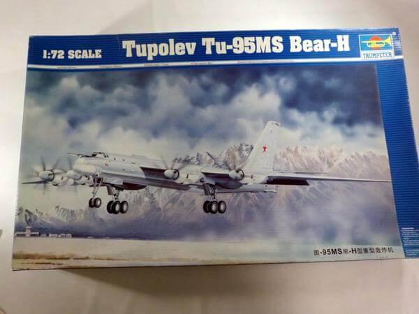 トランペッター 1/72 ツポレフ Tu-95MS ベアーH 01601