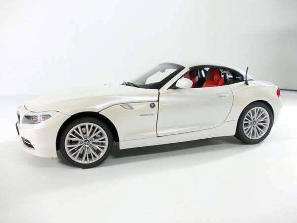 京商 1/18 BMW Z4 sDrive35i(E89) 白パール 08771PW