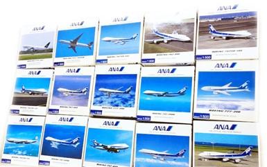 完成品の模型飛行機やラジコンカー